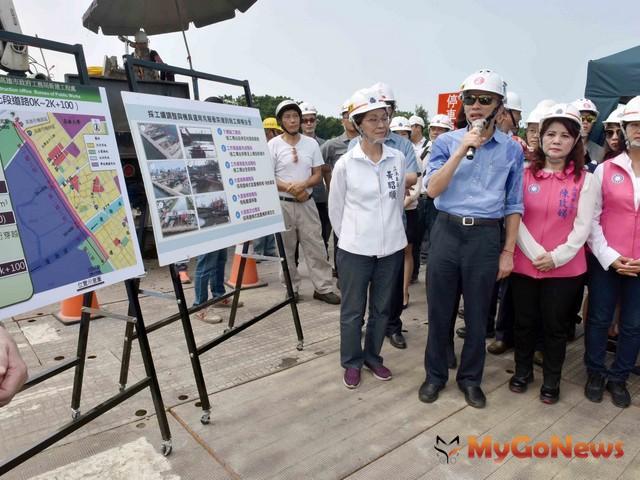 韓國瑜視察新台17線濱海聯外道路開闢工程 叮囑如期如質完工(圖:高雄市政府)