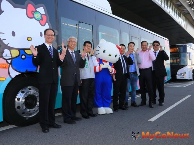 亞洲先例,中市首創機場快線電動公車(圖:台中市政府)
