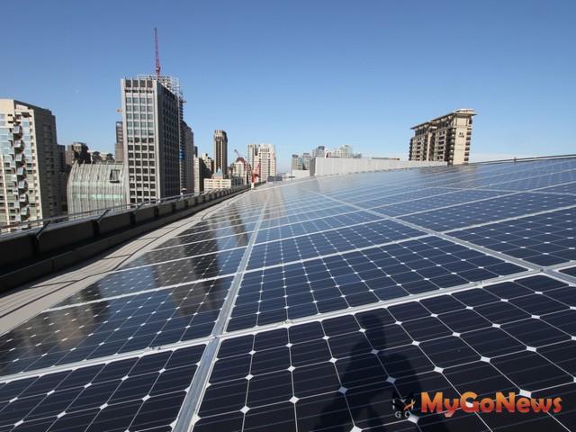 積極推動替代能源,中市2018年起規劃補助家戶裝設太陽能板,每案最高30萬元(圖:台中市政府)