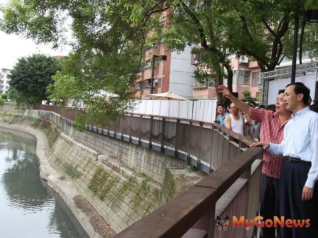 中和區大勇街43巷附近瓦磘溝部分房舍被劃為綠地,新北市主動提列變更,將綠地用地變更為住宅區