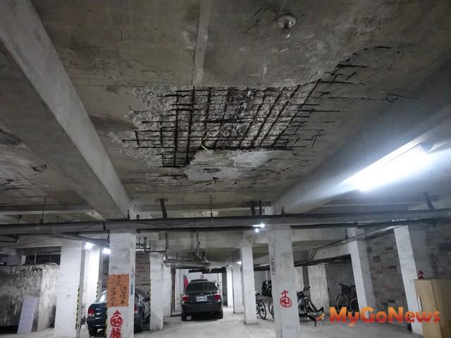 新店大溪地地下室牆面鋼筋剝落(圖:新北市政府)
