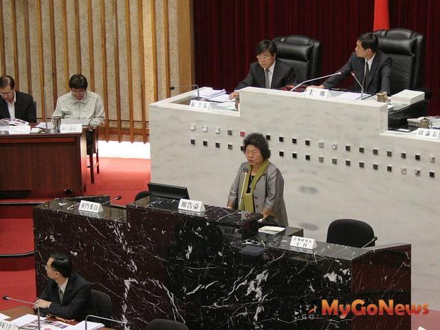 高雄市議會2012年3月29日召開第1屆第3次定期會,高雄市長陳菊在施政報告與答詢。(圖片提供:高雄市政府)