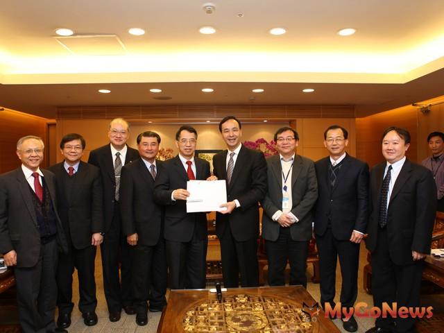 「台灣雲端運算產業協會」拜會市長朱立倫,表達進駐新北市的意願。 MyGoNews房地產新聞