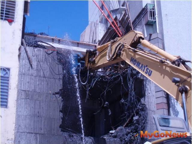 為維護公共安全北市府將持續加強處理頂樓既存違建及拆除大型新違建