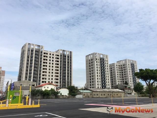台南「煙波四季」、「煙波PARK」在區域裡是知名建築(圖/郭進明提供)。
