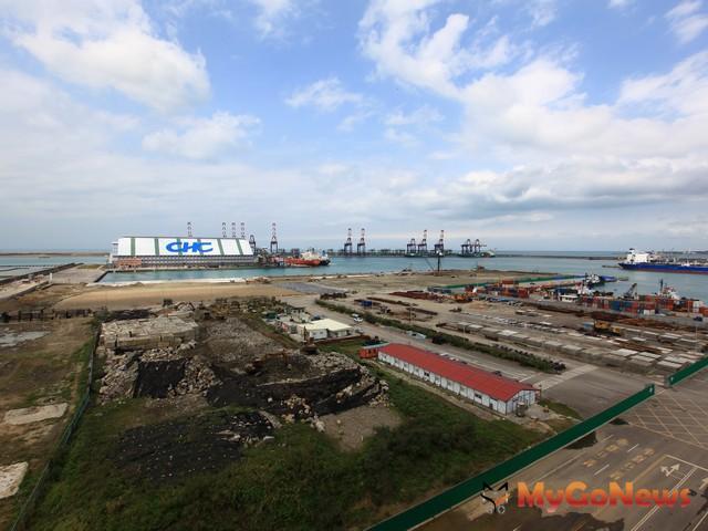 示範區將以現行自由貿易港區結合鄰近園區做為優先推動地點