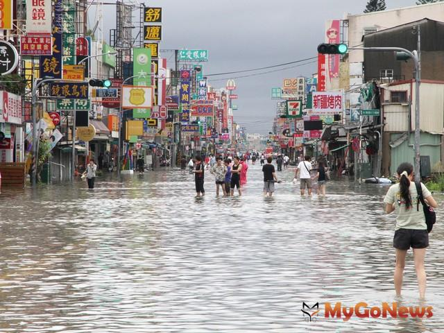台南市近日豪雨成災,部份時段瞬間更降下逾170公釐的豪雨量,造成永康、仁德、歸仁,以及安南區淹水。