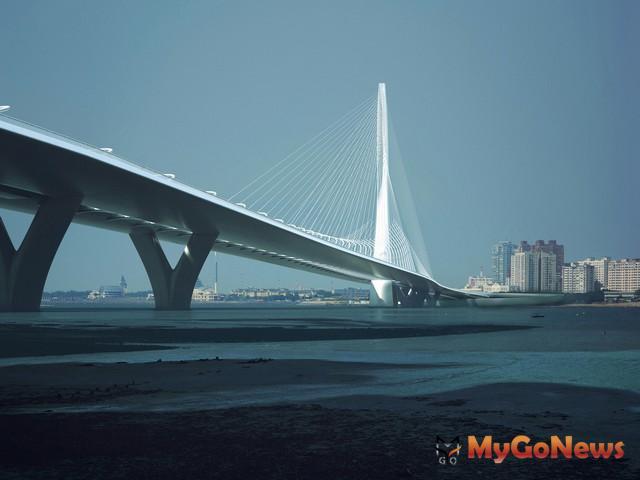 毛治國:中央與地方合作,期望淡江大橋暨淡海輕軌系統如期如質完工通車(圖:交通部)