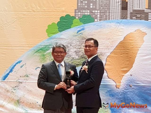 恭賀!樹林地政林圭宏主任榮獲第23屆地政貢獻獎(圖:新北市政府)