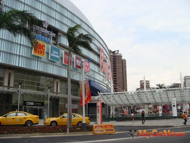 這個號稱北台灣最大購物商場,營業面積高達8.9萬坪,將會帶來6000多個就業機會。