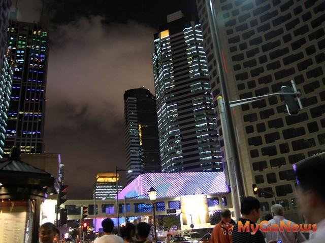 中國六大城市A級辦公大樓市場吸納量實現顯著增長,深圳表現最為搶眼,武漢緊追其後