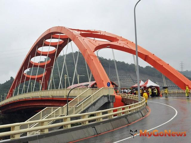 朱立倫表示,新橋樑工程完工是地方的大事,尤其解決多年來交通及防洪等問題