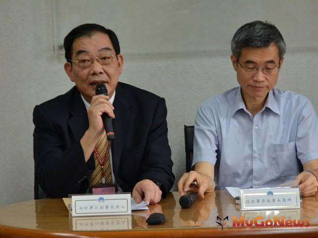 消防署副署長江濟人(左)提醒民眾及早做好防颱準備(圖:內政部)