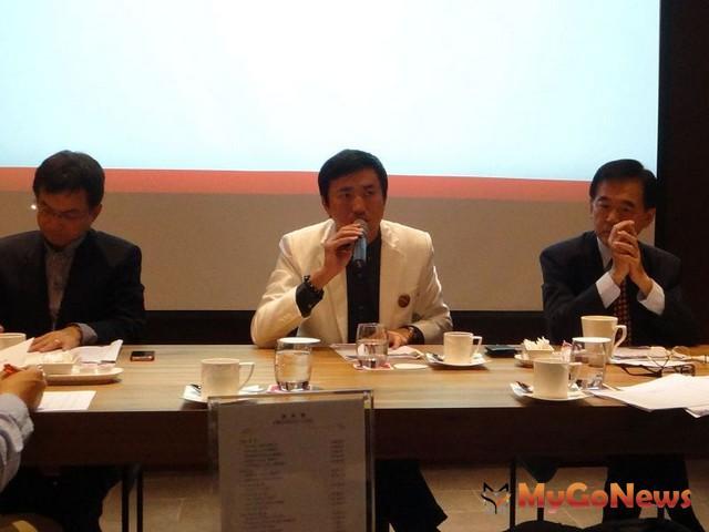針對此次立法委員賴士葆提出的高房價實價課稅,豪宅房仲大師房屋總經理陳建慶提出相關看法與建議。