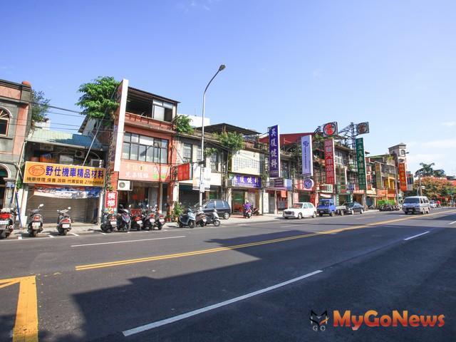 市中心房價下修往五字頭靠近,量增15.2%,市郊區萬華區量增19.3%最多,南港區增15.6%居次