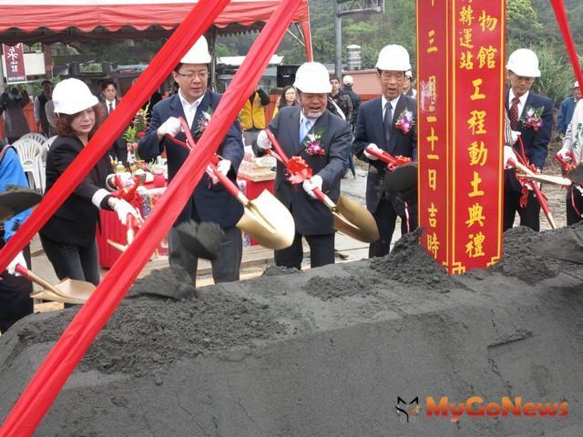 基隆調和街轉運站第一期新建工程開工動土典禮,2013年3月21日於調和街旁工區舉行。(圖:基隆市政府)