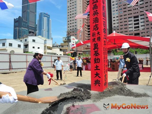 「高雄晶英酒店」,2013年7月4日舉行隆重的動土典禮(圖:高雄市政府)