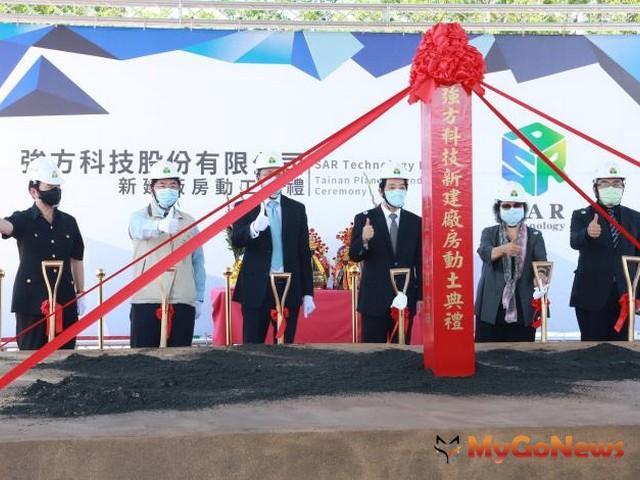 強方科技投資10億設台南新廠增加就業機會,黃偉哲攜手業界逐步打造台南產經重鎮(圖:台南市政府)