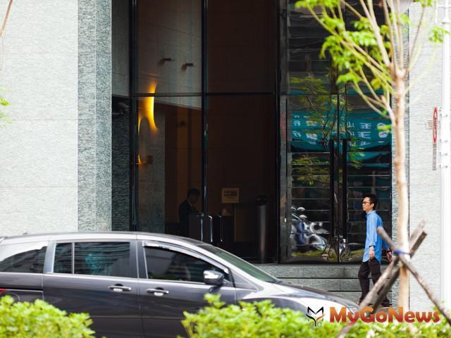 台北市大安區:大安琉御,總價高達12,368萬,扣除車位每坪單價164.7萬