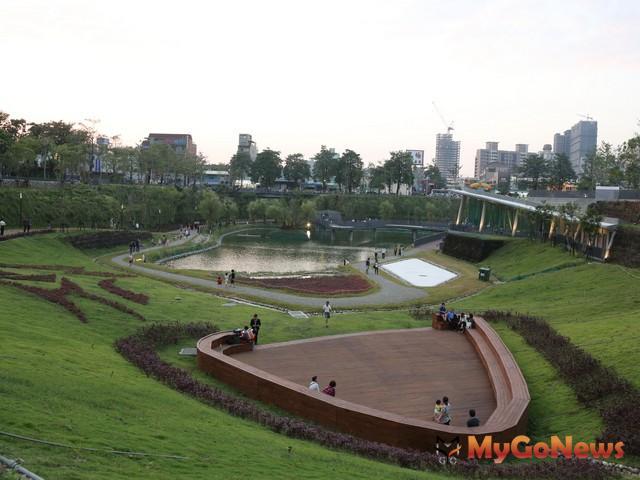 秋紅谷是全國唯一一個向地下深挖而形成的公園。(圖片提供:台中市政府)