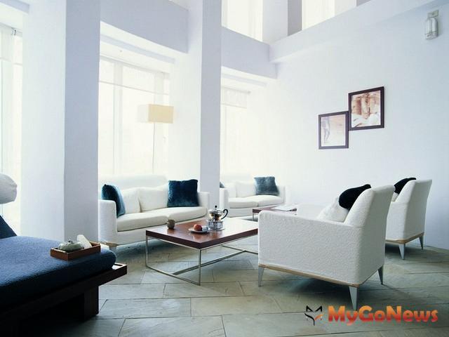 2012年8月六大都會區房市價量變化,整體而言,呈現「價量齊平」格局。