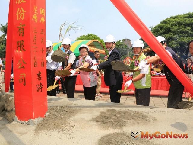 林佳龍表示:「新建國市場、台糖湖濱生態城,加上鐵路高架化,將融合東區特色景點,相信未來這裡會十分熱鬧。」 MyGoNews房地產新聞 專題報導
