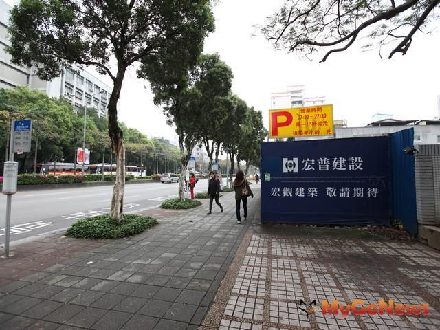 台北市大安區忠孝東路近新生南路一段路口宏普養地多年的建築用地,將與日本三井合作興建為飯店