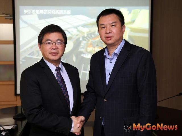 亞果遊艇集團董事長侯佑霖(右)到市府拜訪市長李孟諺(圖:台中市政府)