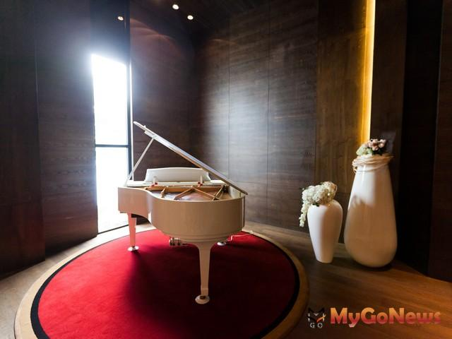 跨界音樂家Sharry(謝世嫻)與金革音樂總監林伯杰即興對談音樂與建築。 MyGoNews房地產新聞 影音專題