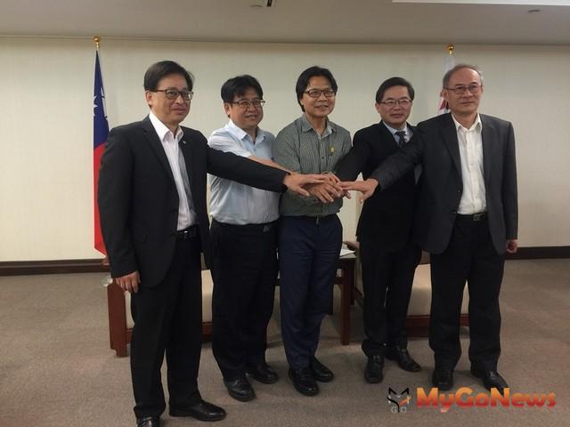 內政部長葉俊榮(中)拜訪台南市長李孟諺(右二),攜手推社宅(圖:內政部)