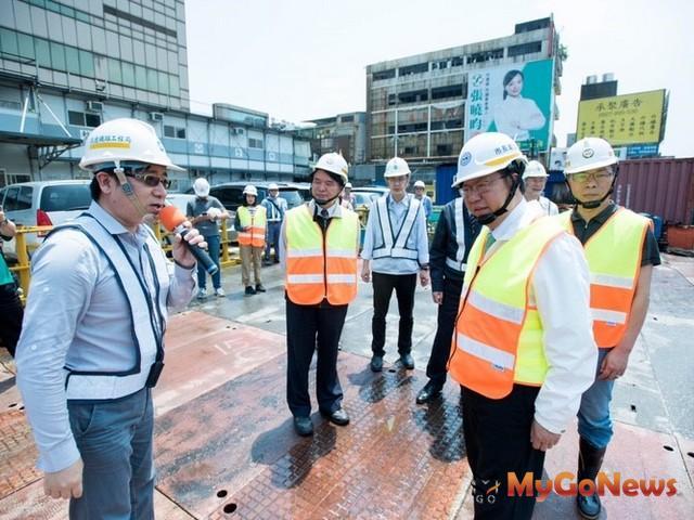 鄭文燦:A23中壢車站預定2018年開工,A22老街溪站將於4年內提早通車(圖:桃園市政府)