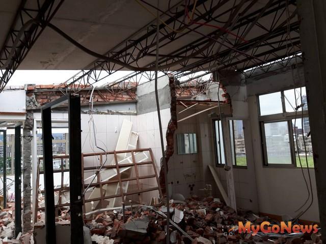 台北市建管處啟動「頂二層違建專案」妨害公共安全依法強拆(圖:台北市政府)