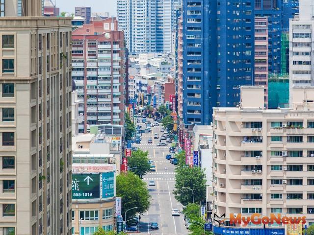 台北市的地上權土地標案金額就佔了1/3,台北市以外的都會區,開發商腳步同樣相當積極