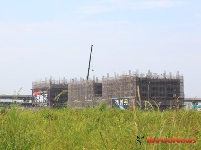 新北市標售新莊副都心最後一塊商業區土地。最後由皇翔建設得標,換算土地每坪單價198萬。