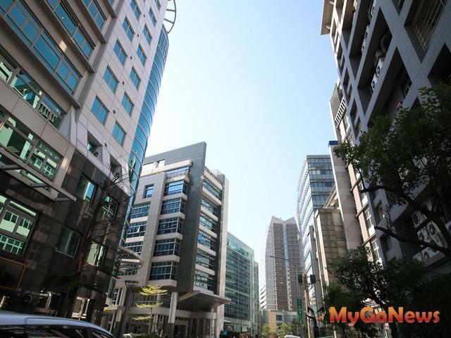 辦公室租金指數調查是「A辦租金開價多呈現穩定波動,整體租金價格穩定波動,空置率多維持穩定