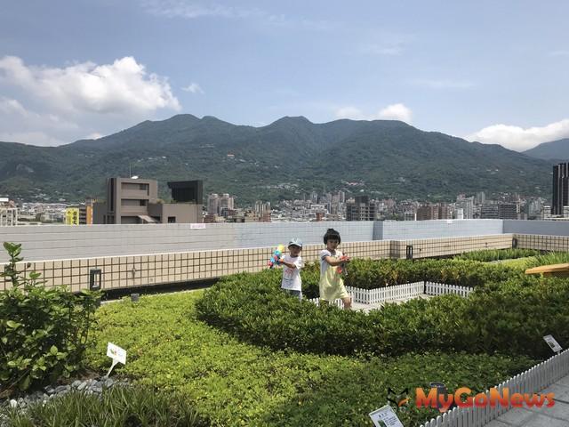 公私合力打造綠屋頂,綠能新生活均屬(金鼠)於你(圖:台北市政府)