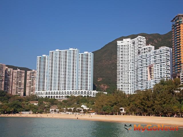 淺水灣是香港著名豪宅區,據傳李嘉誠、宋學仁名人富商,都在此擁有一座灣區宅。