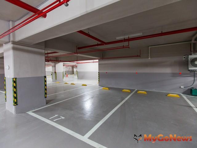 停車空間如無獨立權狀者,應列明其面積占共有部分總面積之比例及其計算方式。