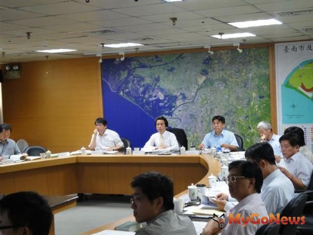 台南市政府2012年6月4日召開第16次都市計畫委員會,由副市長林欽榮主持。(圖片提供:台南市政府)