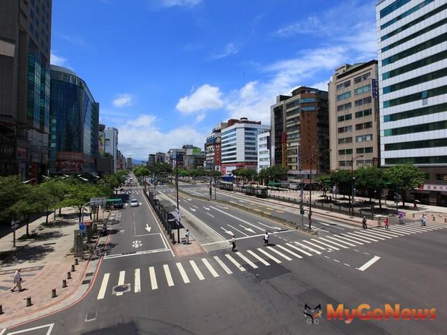 中華路一段與忠孝西路口出現台北新地王,外資以25億元買土地蓋旅館。