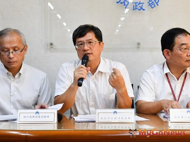 地政司副司長王成機(中)說明近3年不動產實價登錄統計情形(圖:內政部) MyGoNews房地產新聞 市場快訊