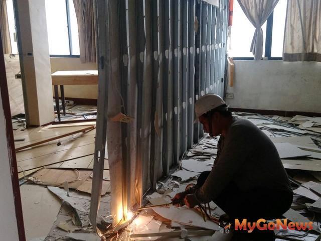 捍衛民眾居住安全 木質隔間違建套房 新北再祭鐵腕拆除(圖:新北市政府)