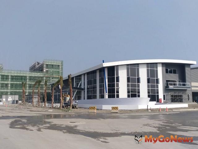 白色建築物是位於大發基地中即將完工的梵達海洋股份有限公司(生產遊艇零件)2018年上半年可望正式投產營運(圖:合發公司)