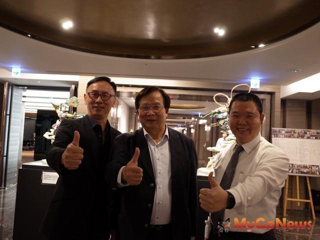 (左)京城集團發言人周敬恆 (中)京城集團總經理陳添進(右)上揚國際業二處總經理朱建雄
