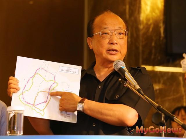 胡志強簡報「大環」四年後完成,屆時台中市經濟成長率將突破二位數(圖:台中市政府)