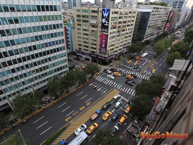 大安區延吉街的店面每坪單價出現387.2萬,二線商圈房價亦揚升。